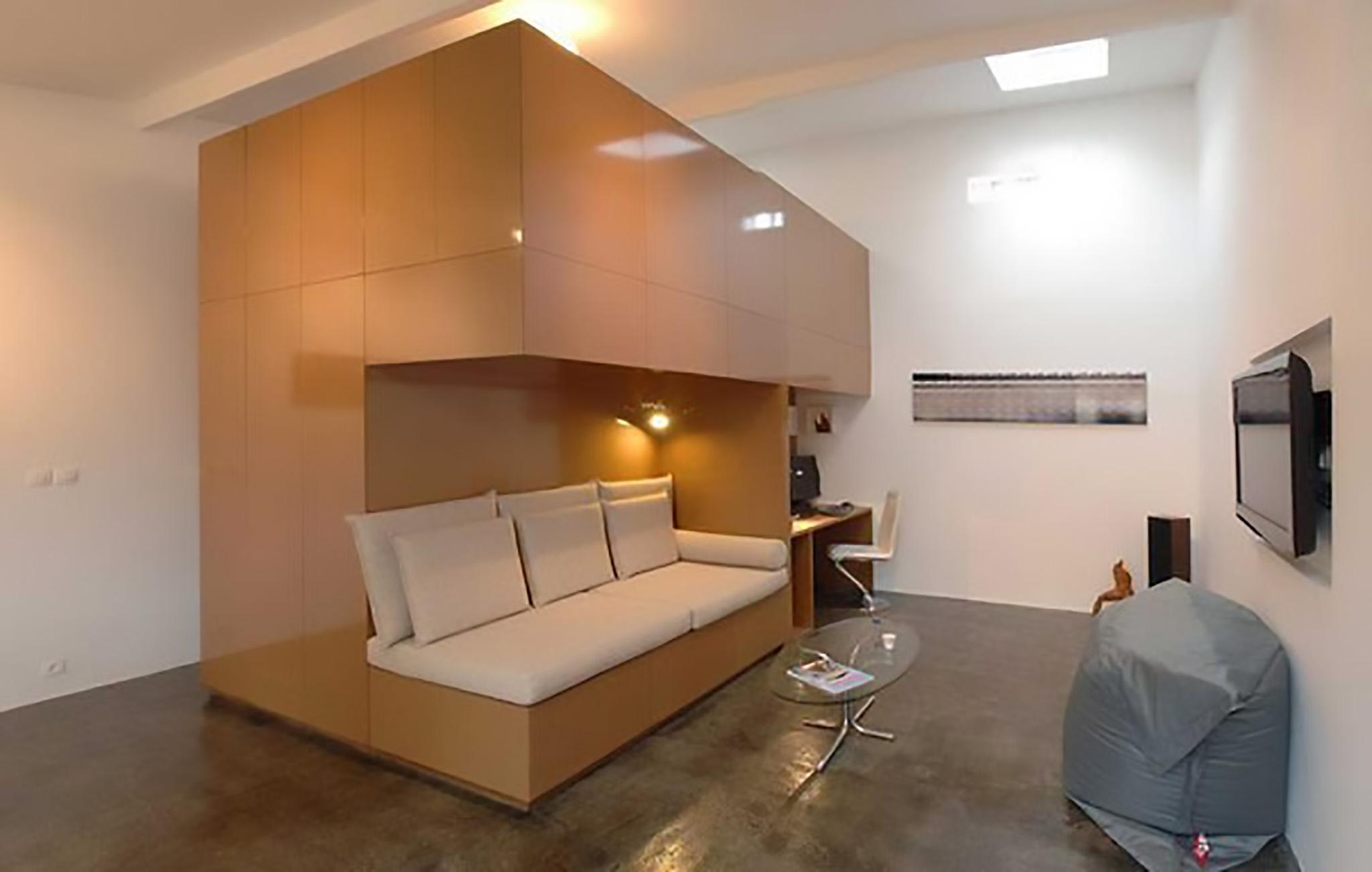 время, жилое помещение из гаража фото лодкой, катером