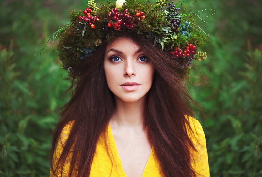 Картинки по запросу Венок из цветов девушка