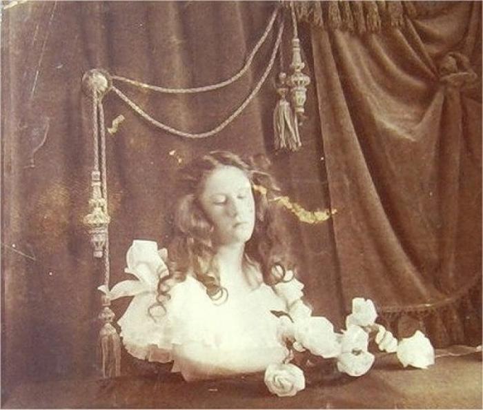 Энн Дэвидсон, попавшая под поезд.