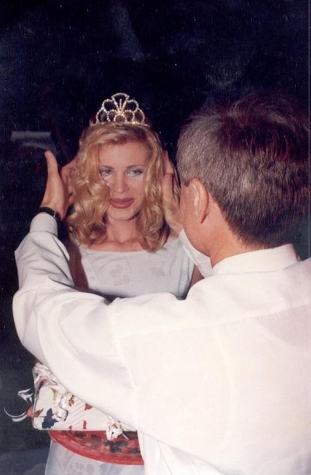 Королева красоты Элеонора Кондратюк, которую облили кислотой, 20 лет возвращалась к жизни. Она впервые рассказала о трагедии