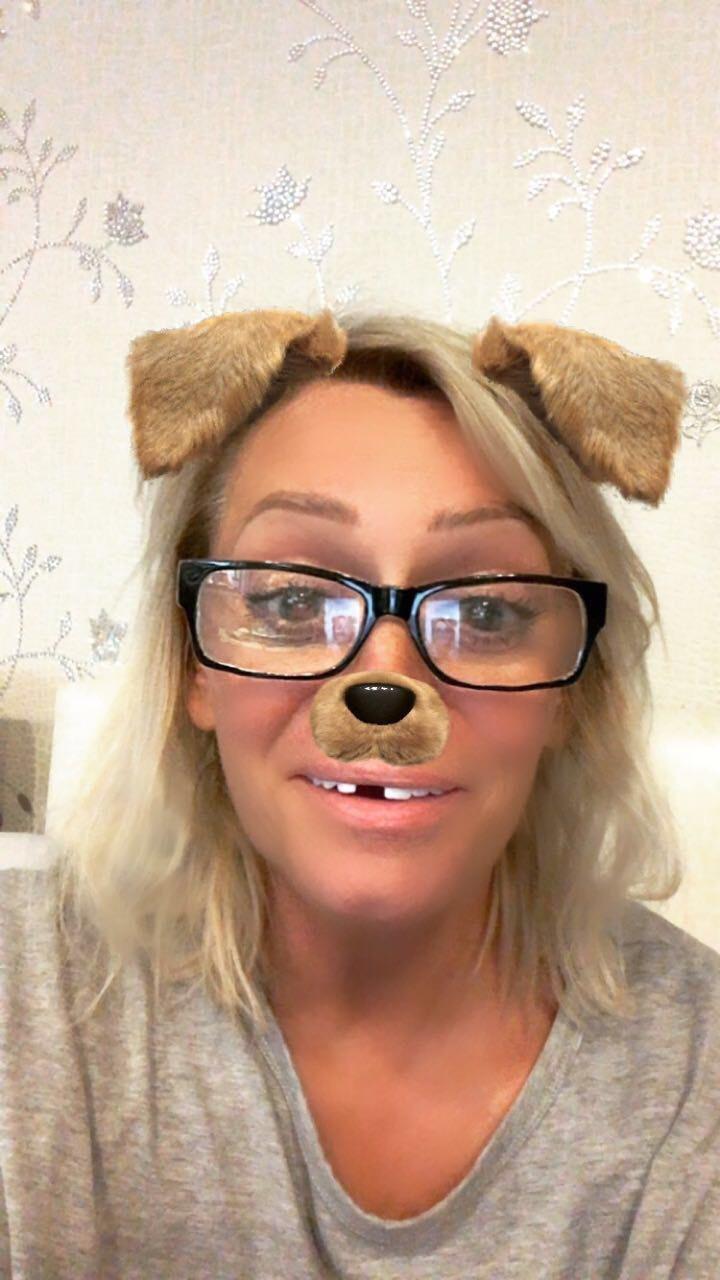 Наталия с юмором отнеслась с отсутствию зуба