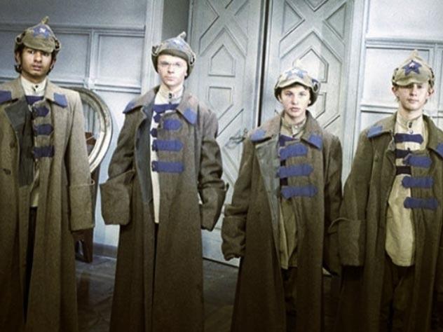 Вася Васильев, Миша Метелкин, Валя Курдюкова и Витя Косых после выхода в 1967 году на экраны фильма, проснулись знаменитыми. Кадр из фильма «Корона Российской империи, или Снова неуловимые»