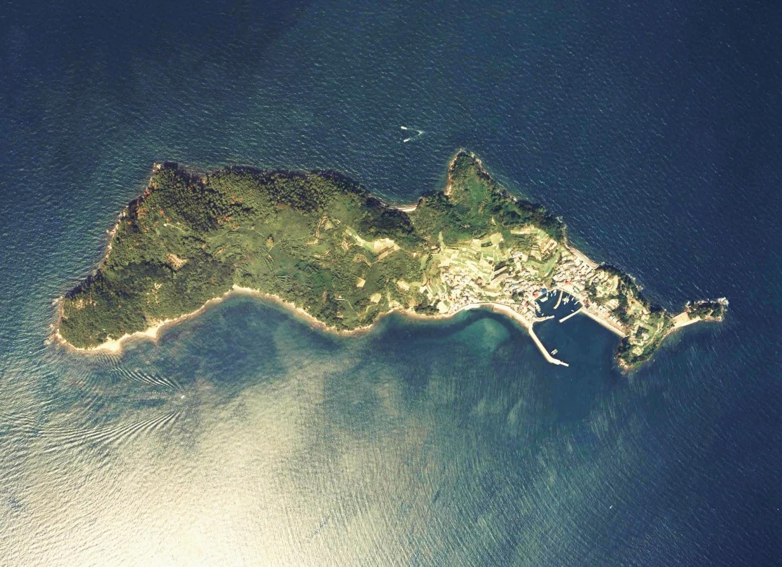 https://3.bp.blogspot.com/-MJkRNfjq9F8/WceaKOi3lPI/AAAAAAABihY/7QxIeqjub-YF9kKaJxUkDlVB-HaiKz1YQCLcBGAs/s1600/Iyo-Aoshima_Island_Aerial_photograph.jpg