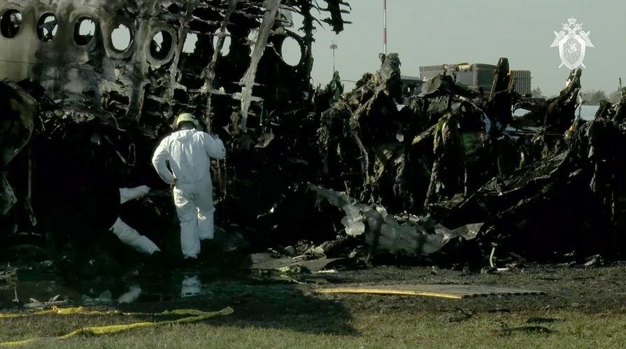 """Фюзеляж самолета Sukhoi Superjet 100 авиакомпании """"Аэрофлот"""" на следующий день после катастрофы в аэропорту Шереметьево, 6 мая 2019 года"""