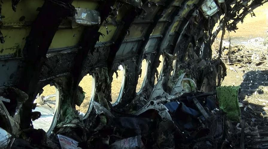 """Фрагменты самолета Sukhoi Superjet 100 авиакомпании """"Аэрофлот"""" на следующий день после катастрофы в аэропорту Шереметьево, 6 мая 2019 года"""